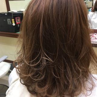 ベージュ グレージュ 上品 ラベンダーピンク ヘアスタイルや髪型の写真・画像