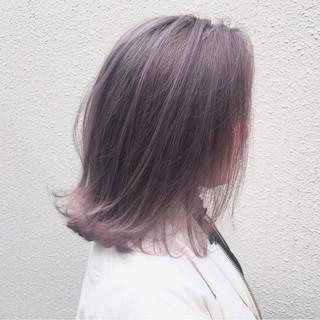 ミディアム ストリート 外ハネ ダブルカラー ヘアスタイルや髪型の写真・画像