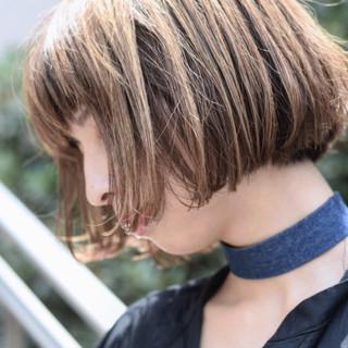 ボブ ガーリー リップライン 切りっぱなしボブ ヘアスタイルや髪型の写真・画像