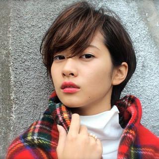 外国人風 パーマ ショート ハイライト ヘアスタイルや髪型の写真・画像
