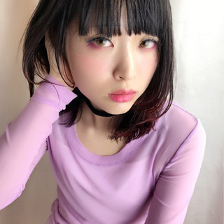 グラデーションカラー ピンク モード 前髪パッツン ヘアスタイルや髪型の写真・画像
