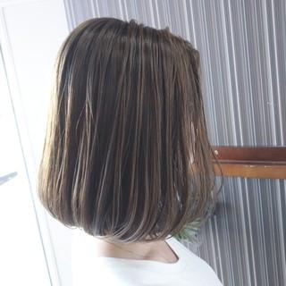 極細ハイライト ヘアカラー 大人ハイライト ミディアム ヘアスタイルや髪型の写真・画像