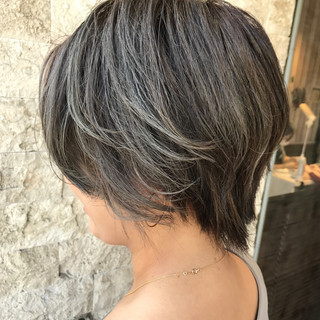 アッシュグレージュ シルバーアッシュ アッシュ ボブ ヘアスタイルや髪型の写真・画像