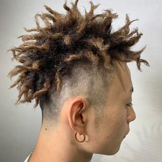 かっこいい ダブルカラー ショート ツイスト ヘアスタイルや髪型の写真・画像