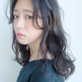 大人女子 ミディアム ナチュラル グレージュ ヘアスタイルや髪型の写真・画像
