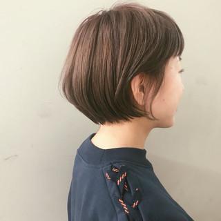 グレージュ ナチュラル ボブ ブリーチ ヘアスタイルや髪型の写真・画像