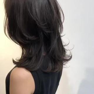 フェミニン レイヤーカット ミディアム ナチュラル ヘアスタイルや髪型の写真・画像