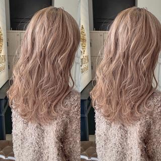 ミルクティーベージュ ミルクティーグレージュ デザインカラー イルミナカラー ヘアスタイルや髪型の写真・画像