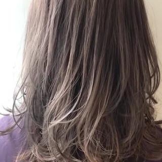 ウルフ女子 ミディアムレイヤー ナチュラル レイヤースタイル ヘアスタイルや髪型の写真・画像