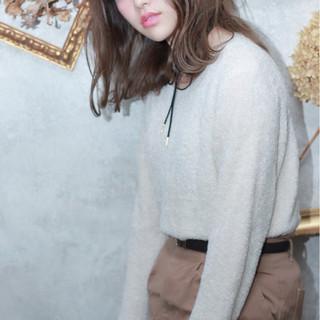 ミディアム ハイライト アッシュ 外国人風 ヘアスタイルや髪型の写真・画像 ヘアスタイルや髪型の写真・画像