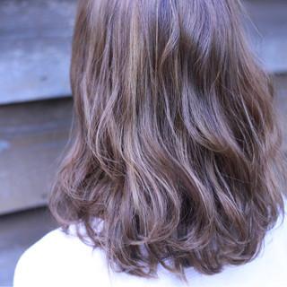 外国人風 ミディアム グラデーションカラー ハイライト ヘアスタイルや髪型の写真・画像