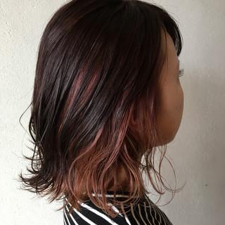 ピンクアッシュ ピンク インナーカラー ミディアム ヘアスタイルや髪型の写真・画像 ヘアスタイルや髪型の写真・画像