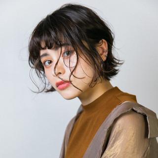 ミニボブ インナーカラー 切りっぱなし ナチュラル ヘアスタイルや髪型の写真・画像