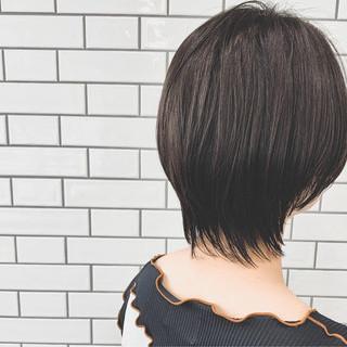 ショート ブラウンベージュ ショートヘア ナチュラル ヘアスタイルや髪型の写真・画像