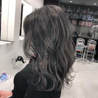 グレージュ ミディアム アンニュイほつれヘア 上品 ヘアスタイルや髪型の写真・画像