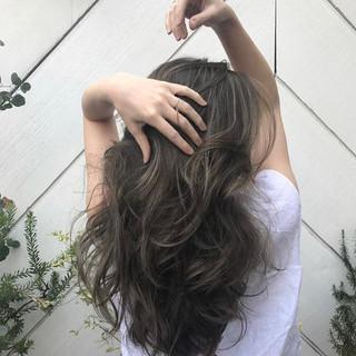 外国人風 ハイライト ヘルシースタイル 360度どこからみても綺麗なロングヘア ヘアスタイルや髪型の写真・画像