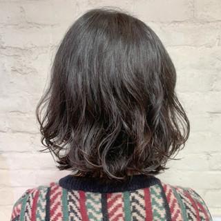 外ハネボブ 切りっぱなしボブ ゆるふわパーマ ボブ ヘアスタイルや髪型の写真・画像