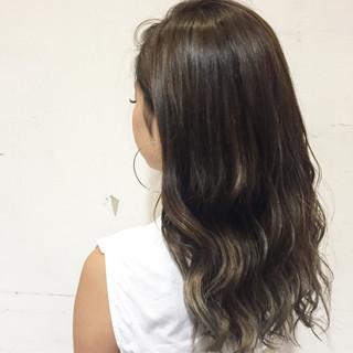 ハイライト グレージュ アッシュ グラデーションカラー ヘアスタイルや髪型の写真・画像