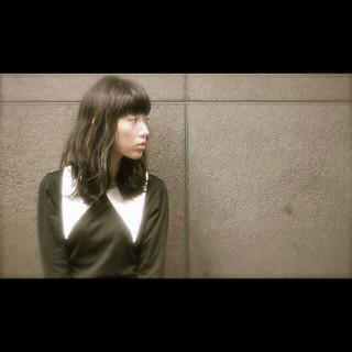 ナチュラル モード セミロング 暗髪 ヘアスタイルや髪型の写真・画像