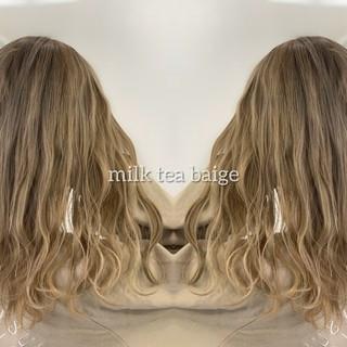 イルミナカラー ナチュラル ロング ミルクティーグレージュ ヘアスタイルや髪型の写真・画像