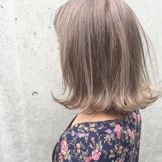 インナーカラー ハイライト デート アッシュ ヘアスタイルや髪型の写真・画像