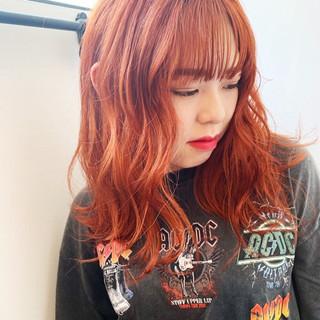 ストリート ミディアム アプリコットオレンジ オレンジベージュ ヘアスタイルや髪型の写真・画像