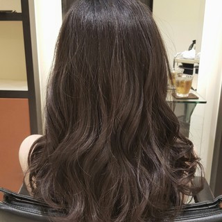 アッシュ セミロング 暗髪 フェミニン ヘアスタイルや髪型の写真・画像