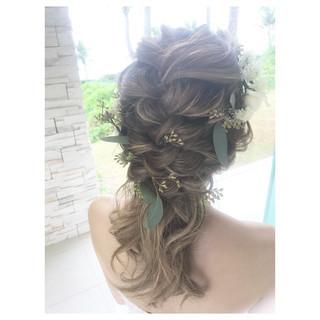 ミディアム 花嫁 アンニュイほつれヘア 結婚式 ヘアスタイルや髪型の写真・画像