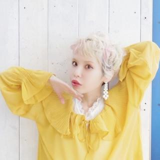 ハイトーン 外国人風 ショート くせ毛風 ヘアスタイルや髪型の写真・画像