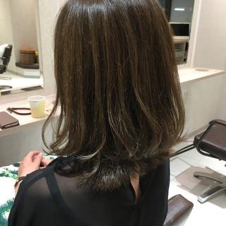 アッシュベージュ 美髪 セミロング アッシュ ヘアスタイルや髪型の写真・画像