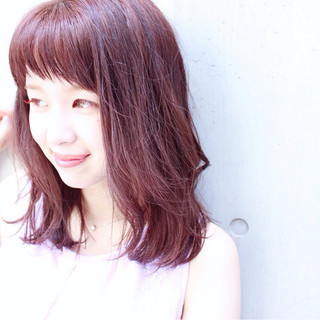 ミディアム ベビーバング パープル ロブ ヘアスタイルや髪型の写真・画像
