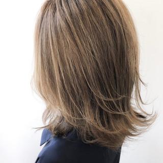 ヘアアレンジ ブリーチオンカラー ラフ ミディアム ヘアスタイルや髪型の写真・画像