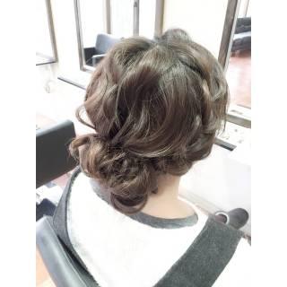 春 まとめ髪 波ウェーブ ラフ ヘアスタイルや髪型の写真・画像