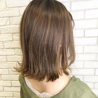 髪質改善トリートメント グレージュ デート ナチュラル ヘアスタイルや髪型の写真・画像