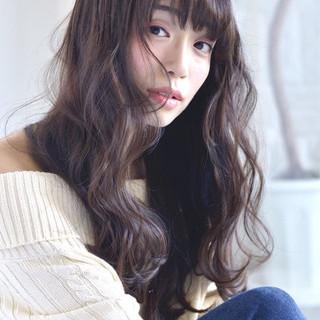 秋 ロング アッシュベージュ デート ヘアスタイルや髪型の写真・画像