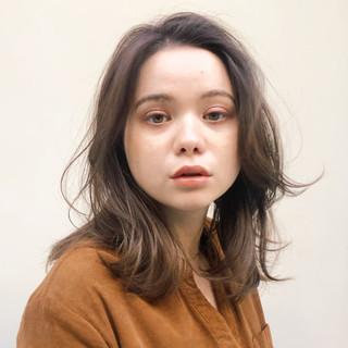 アンニュイほつれヘア ナチュラル ミディアムレイヤー うる艶カラー ヘアスタイルや髪型の写真・画像