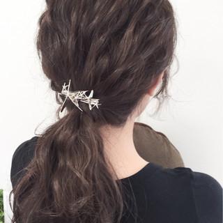 アッシュ イルミナカラー ポニーテール ヘアアレンジ ヘアスタイルや髪型の写真・画像