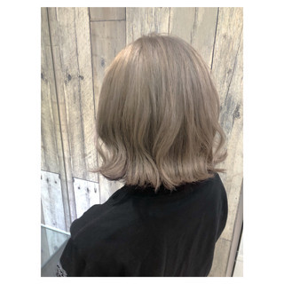 ミルクティーグレージュ ミルクティーアッシュ ミルクティーベージュ フェミニン ヘアスタイルや髪型の写真・画像