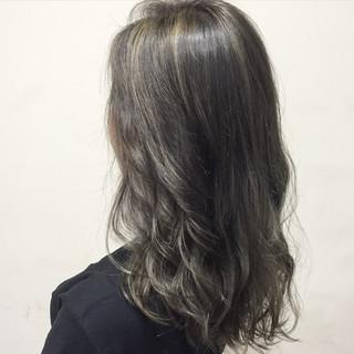 ハイライト グレージュ ガーリー セミロング ヘアスタイルや髪型の写真・画像