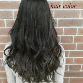 グラデーションカラー くせ毛風 暗髪 ナチュラル ヘアスタイルや髪型の写真・画像