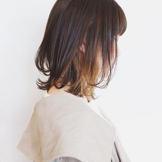 ミディアム レイヤーボブ インナーカラー ベージュ ヘアスタイルや髪型の写真・画像