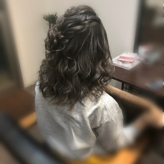 ヘアセット ミディアム フェミニン ねじり ヘアスタイルや髪型の写真・画像