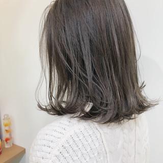 ミディアム オフィス ガーリー アンニュイほつれヘア ヘアスタイルや髪型の写真・画像