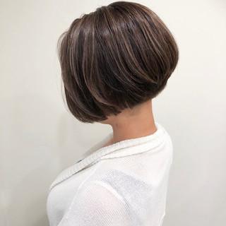 ブラウンベージュ グラデーションカラー 外国人風カラー モード ヘアスタイルや髪型の写真・画像