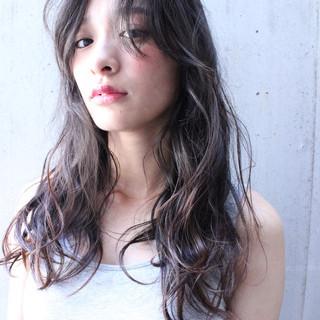 外国人風 ピュア くせ毛風 ハイライト ヘアスタイルや髪型の写真・画像