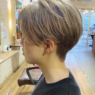 ショート 外国人風カラー ミルクティーベージュ ハイトーンカラー ヘアスタイルや髪型の写真・画像