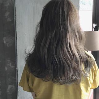 ミディアム ナチュラル ウェーブ 女子会 ヘアスタイルや髪型の写真・画像