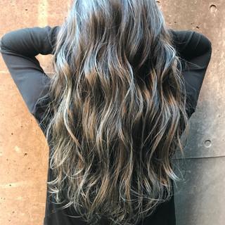 ルーズ グレージュ アッシュ 上品 ヘアスタイルや髪型の写真・画像