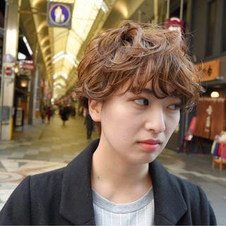 アッシュベージュ ショート ハイライト ゆるふわ ヘアスタイルや髪型の写真・画像
