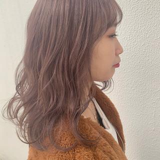 ミディアム ゆるウェーブ ベリーピンク ラベンダーピンク ヘアスタイルや髪型の写真・画像